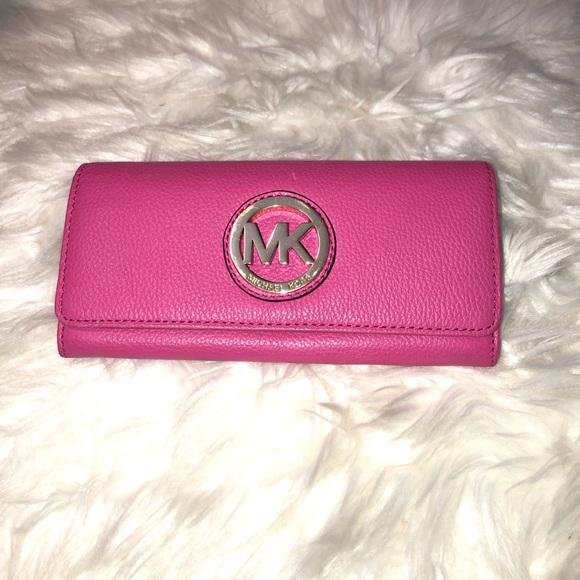 e403b1c44c0e 40%off🌷SALE🌷Michael kors pink wallet. M 5c3a30f412cd4ad5f0cf3d7f